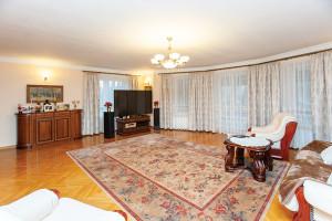 Dom Jozefow Salon 2 IMG 4949 Small